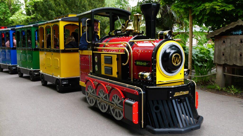 Wattman Maxi Express trackless train in action